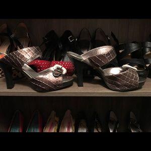 Silver alligator texture low heels